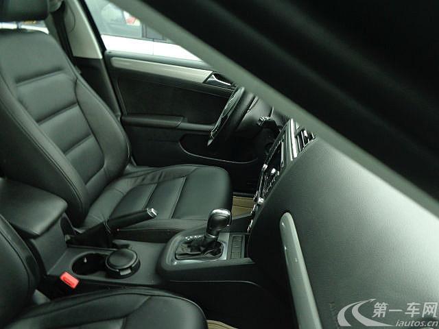 是否认证-- 车辆配置 abs 桃木装饰 多功能方向盘 定速巡航 驾驶员