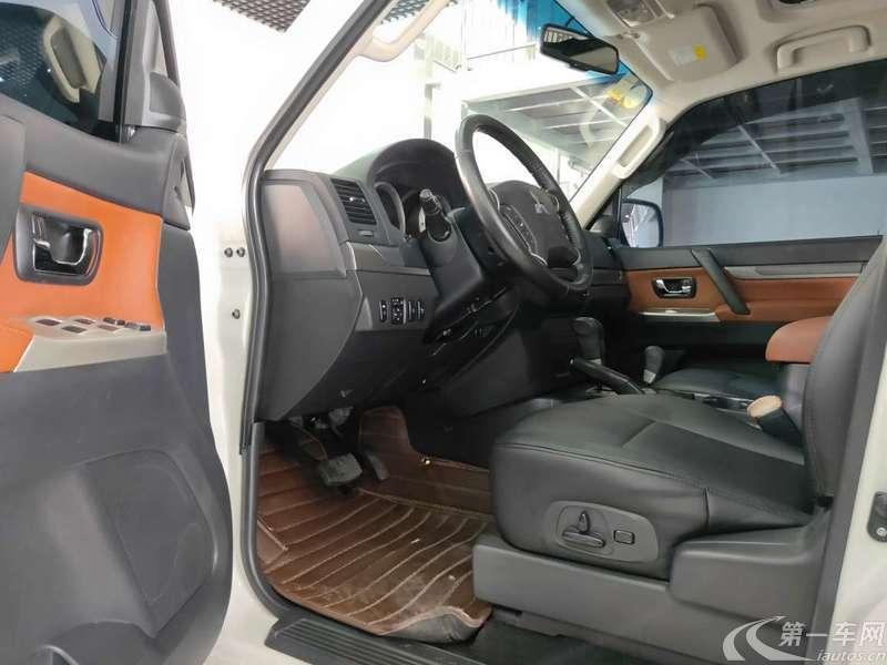 三菱帕杰罗 [进口] 2016款 3.0L 自动 四驱 尊贵版