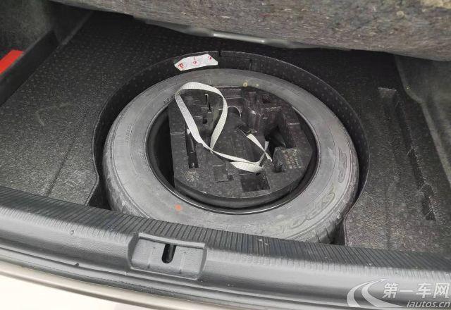 大众帕萨特 2014款 1.8T 自动 汽油 尊荣版 (国Ⅴ)