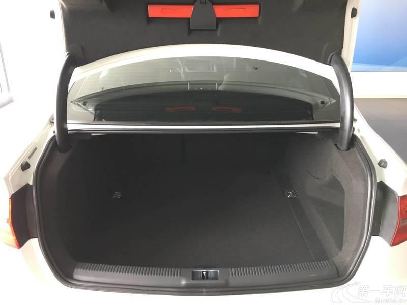 奥迪A4L 2016款 2.0T 自动 舒适型典藏版 (国Ⅴ)